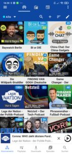 So sieht die App nach dem Öffnen aus, wenn ihr bereits ein paar Podcasts abonniert habt. In der oberen Leiste (blauer Hintergrund) findet ihr rechts neben der Lupe das Plus, zum hinzufügen neuer Podcasts, klickt darauf, nun sieht euer Bildschirm folgendermaßen aus (siehe nächstes Bild).